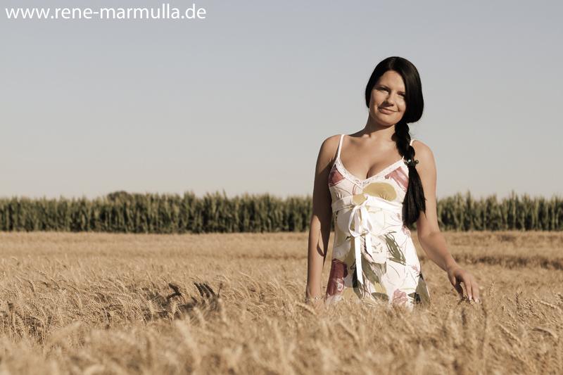 Kornfeldshooting mit Inga | Renés Fotoblog